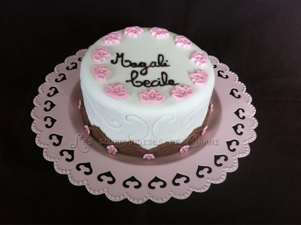 Gateau anniversaire blanc rose chocolat 1